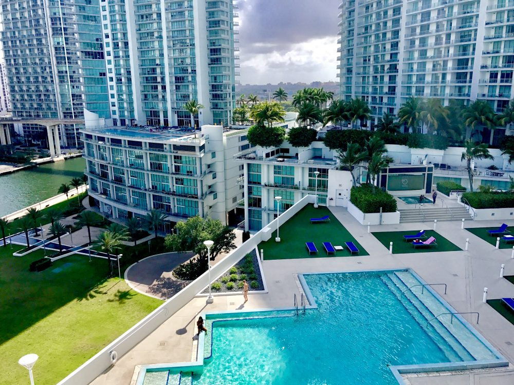 Image of condo pool in Miami Florida
